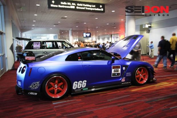 Nissan GTR running a Seibon Carbon GT-style hood.
